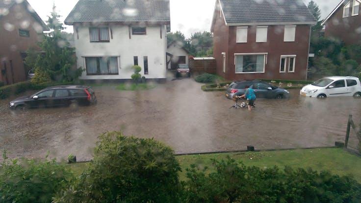 water management, water, street, flooding, cars, houses, rain, lapinus
