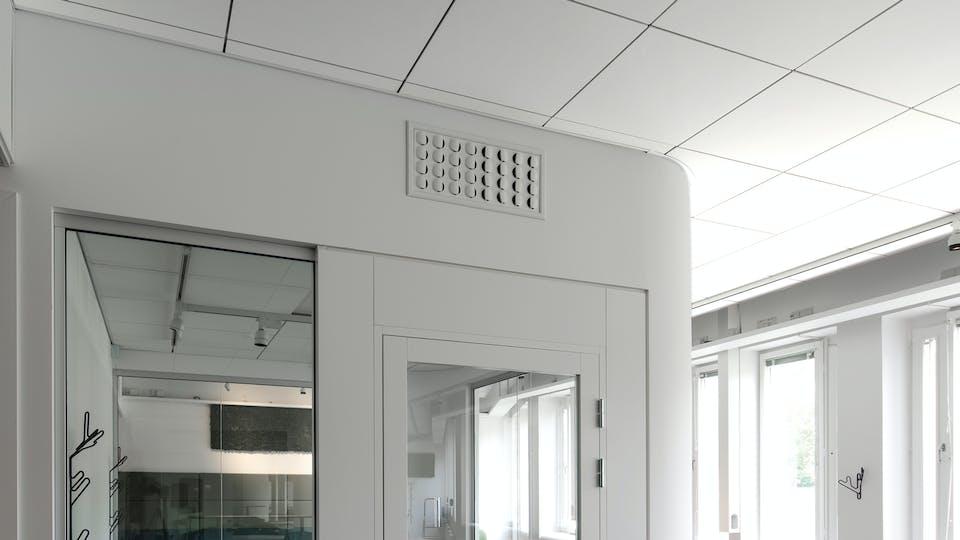 Acoustic ceiling solution: Rockfon Blanka®, 600 x 600 - Rockfon® System T24 A™