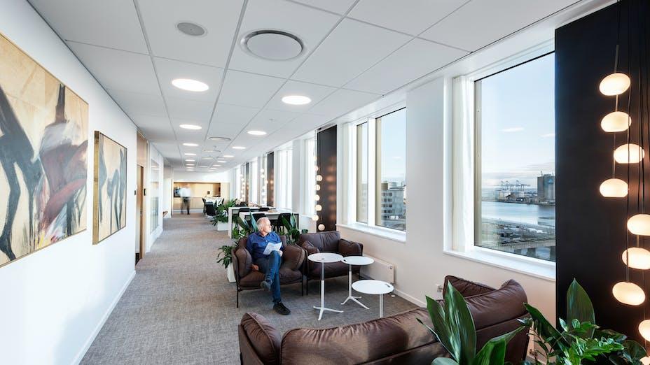 DK, Danske Bank, Aarhus, Arkitema, Office, Rockfon Blanka, E24-edge, E-edge, 1200x600, White, 2890 click, Corridor