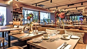 Restaurant in Riverton Hotel Gothenburg Sweden with Rockfon Color-all linen colour in E-edge and Chicago Metallic T24 grid in Color-all linen