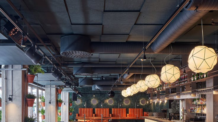 Parafon Step Direct ceiling with Palette colour black installed at Restaurant KOL & Cocktails in Malmö, Sweden.