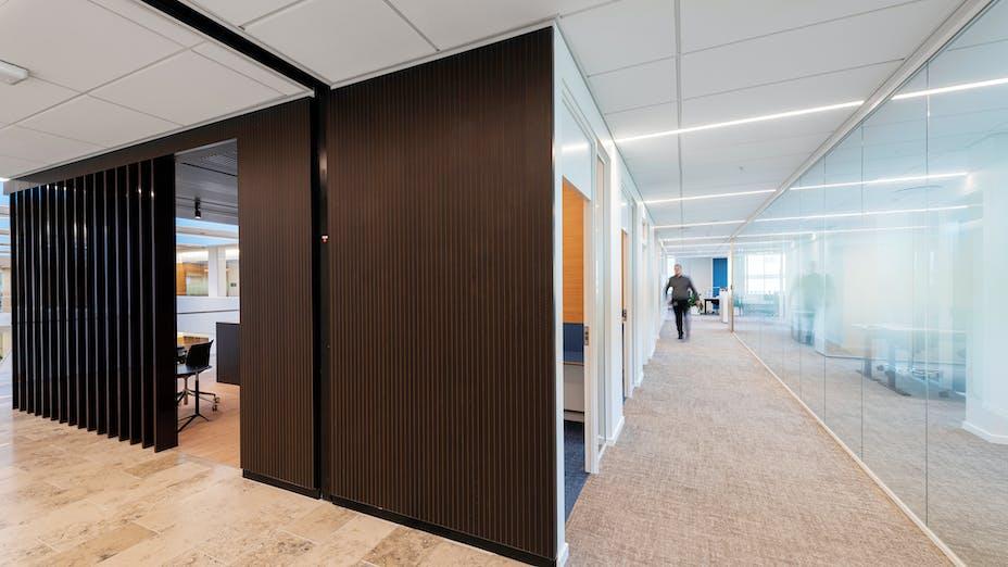 DK, Danske Bank, Aarhus, Arkitema, Office, Rockfon Blanka, E24-edge, E-edge, 1200x600, 600x558, White, 2890 click, Corridor
