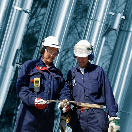 worker, helmet, process, owner, pipes, pipe, people, two people, engineer, industry, industrial, plant, ProRox, energy, two persons, oil, refinery, energy, safe, safety, talking