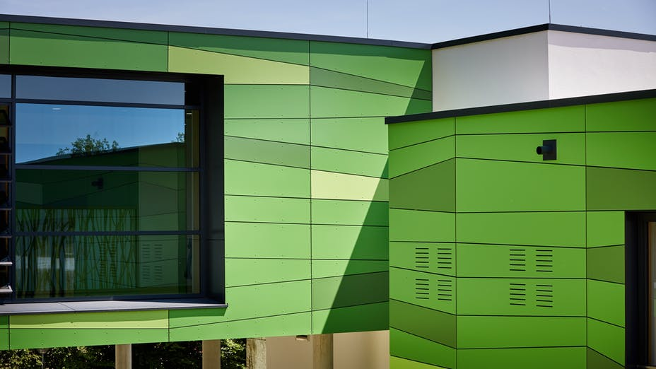 Renovation and extension of the Betty-Greif school in Pfarrkirchen, Germany with Rockpanel Colours incl. ProtectPlus coating