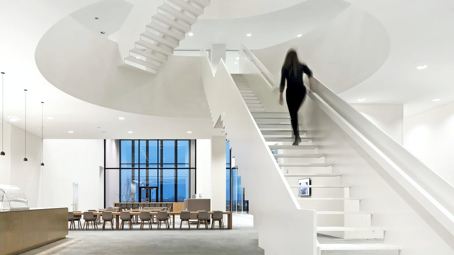 Reception area of Nieuwe Rechtbank in Amsterdam The Netherlands with Rockfon Mono Acoustic