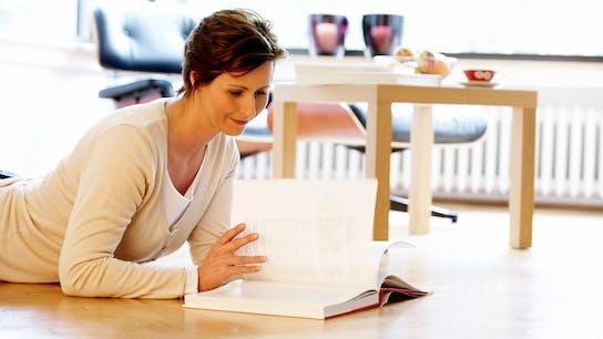 woman, read, reading, book, home, indoor, floor, comfort, comfortable, germany
