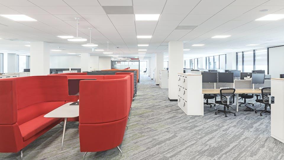 Acoustic ceiling solution: Rockfon Blanka®, E15, 600 x 600 - Chicago Metallic™ T15 Click 2790