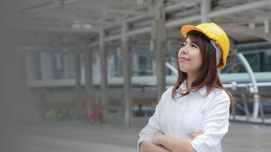 A woman on a construction site in a hard hat