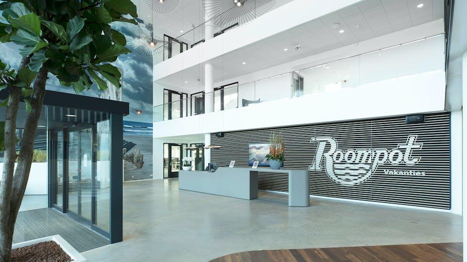 NL, Kantoor Roompot Vakanties, Goes, RoosRos Goes, Office, Rockfon Krios, Edge-E15, 600x600, White, Chicago Metallic Matt White 11, Mattwhite