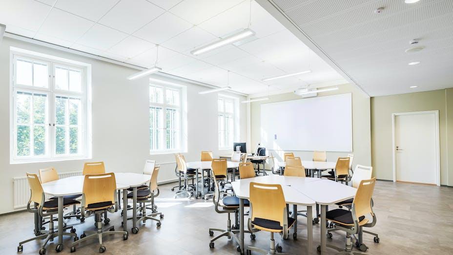 FI, Chydenia, Helsinki, Innovarch Oy, Education, Rockfon Blanka, E-edge, 600x1200, white, corridor