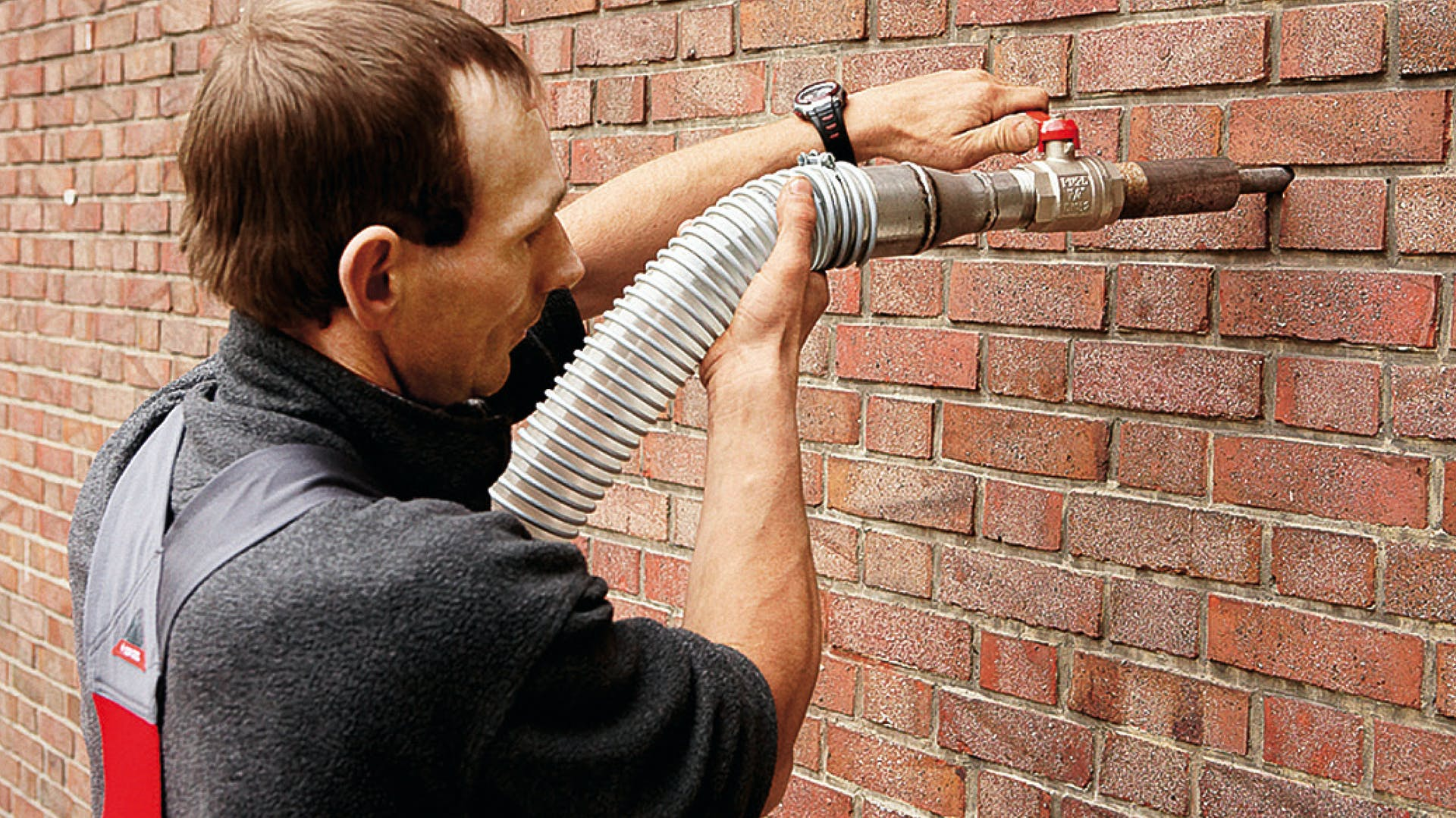 product, wall, outer wall, wall insulation, cavity wall, insulation granulate, installer, fillrock kd, germany