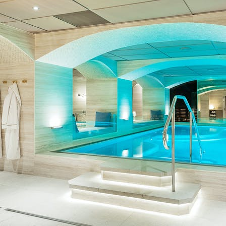 Swimming Pool/Spa in Riverton Hotel Gothenburg Sweden with Rockfon Color-all linen colour in E-edge and Chicago Metallic T24 grid in Color-all linen