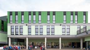 Rockpanel Case Study Vrije basisschool Sint-Jozef en Sint-Pieter  Rockpanel Colours RAL 130 80 20 en RAL 130 50 30