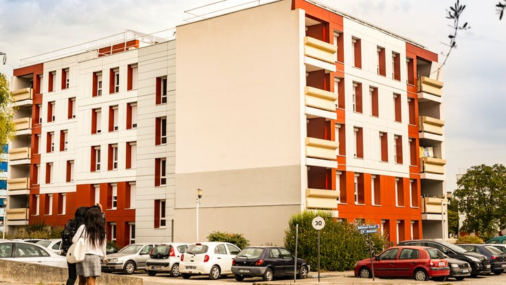 Résidence La Violette in Le Teil, France, cladded with Rockpanel Colours facade cladding