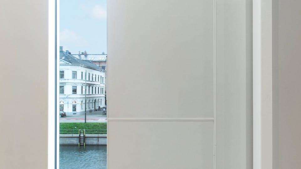 Acoustic ceiling solution: Rockfon® VertiQ® wall panel, 2400 x 600