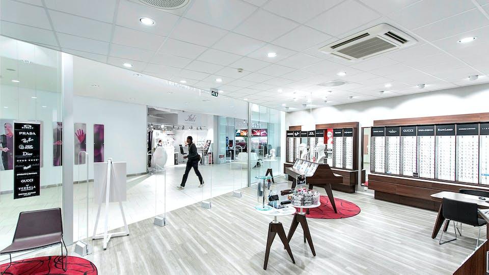 Acoustic ceiling solution: Rockfon® Tropic™, 600 x 600