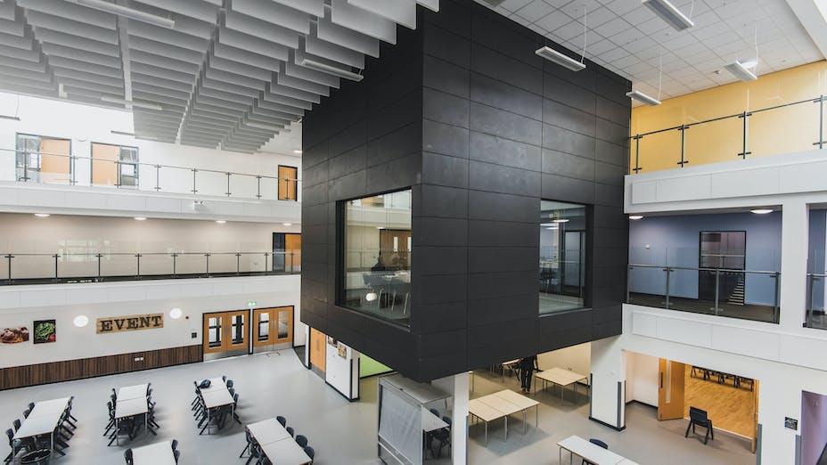 UK, Littleport Academy, Atkins, School, Rockfon Blanka dB40, A edge, 600x600, white, Chicago Metallic T24, Rockfon Color-all wall panel, Rockfon Contour Baffle, 1200x300, white, breeze