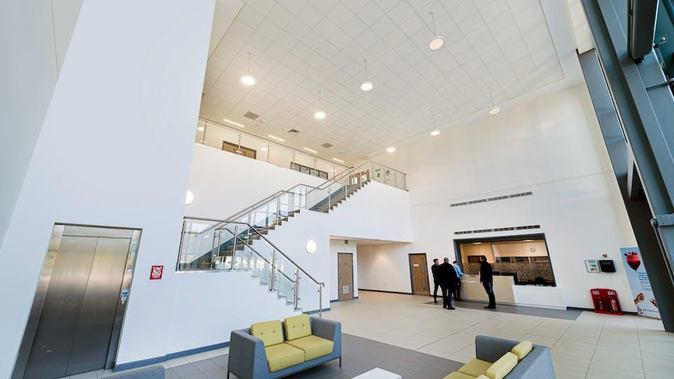 Acoustic ceiling solution: Rockfon® MediCare® Standard, 600 x 600 - Chicago Metallic™ T24 Click 2890