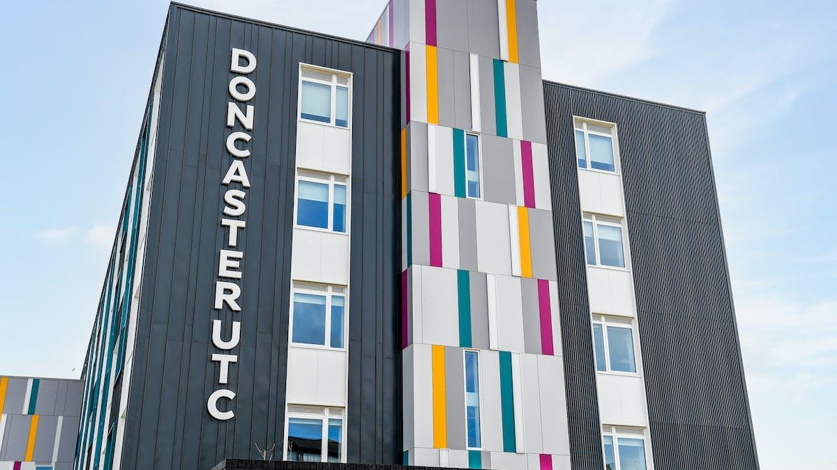 HERO Rockpanel Case study Doncaster UTC College Rockpanel colours RAL7004 RAL70 70 60 RAL7036 RAL5021 RAL350 40 35