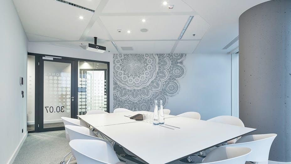 JLL office in Warsaw Spire,Poland,Warsaw,5.000 m²,Danuta Baranska,Creative Director Tétris,TEMEX,Bartosz Makowski,ROCKFON Tropic,D/AEX-edge,1200x600,white,ROCKFON System Bandraster Dznl/AEX™