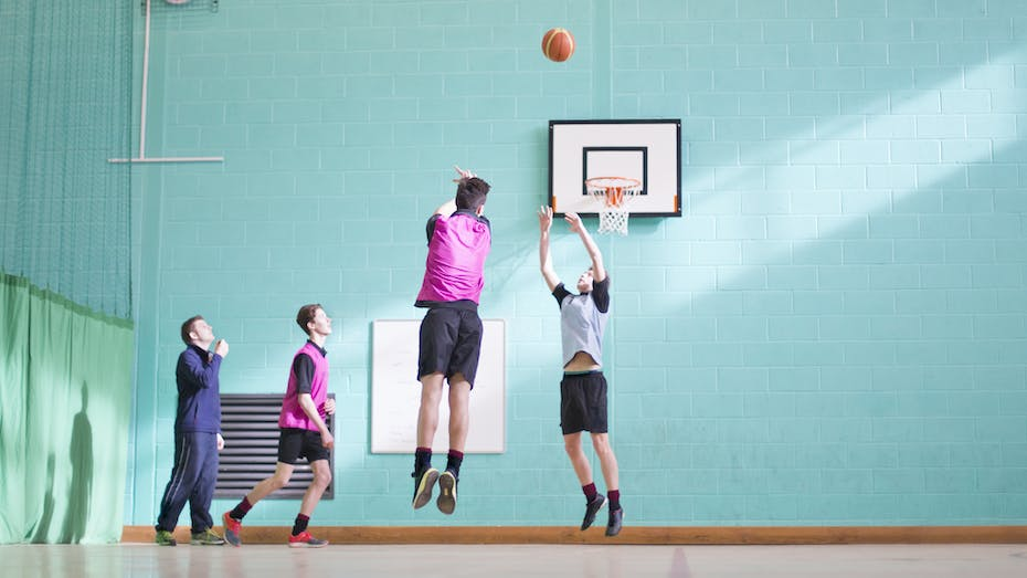 Illustrative image, leisure, sports, basket ball, multiple persons, sports hall, gym, trainer, students