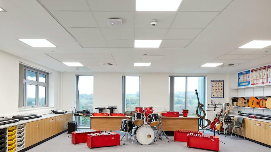 UK, Islwyn School, School, Rockfon Blanka dB44, A edge, 600x600, white, Chicago Metallic T24 2890