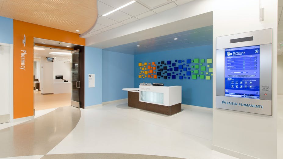 NA, Kaiser Permanente Mission Bay Medical Offices, KMD Architects, Rockfon Artic®, Rockfon® Spanair® Torsion Spring concealed metal ceiling panels, Chicago Metallic® Ultraline™ and 1200 Series 15/16-inch ceiling suspension system, Rockfon® Infinity™ Perimeter Trim