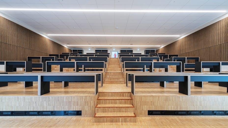 DK, Politiskolen, Vejle, Erik Arkitekter, Svend Christensen, Education, Auditorium, Rockfon Sonar, A-Edge, 600x600, white