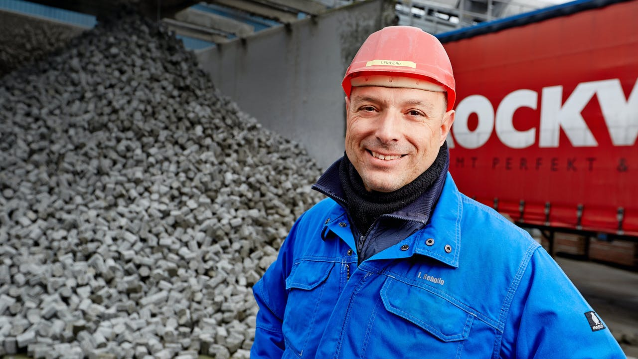 rockwool employee, recycling, stone, sustainability, germany