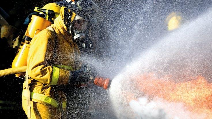 fireman, fire brigade, fire, fight a fire, smoke, photo, germany