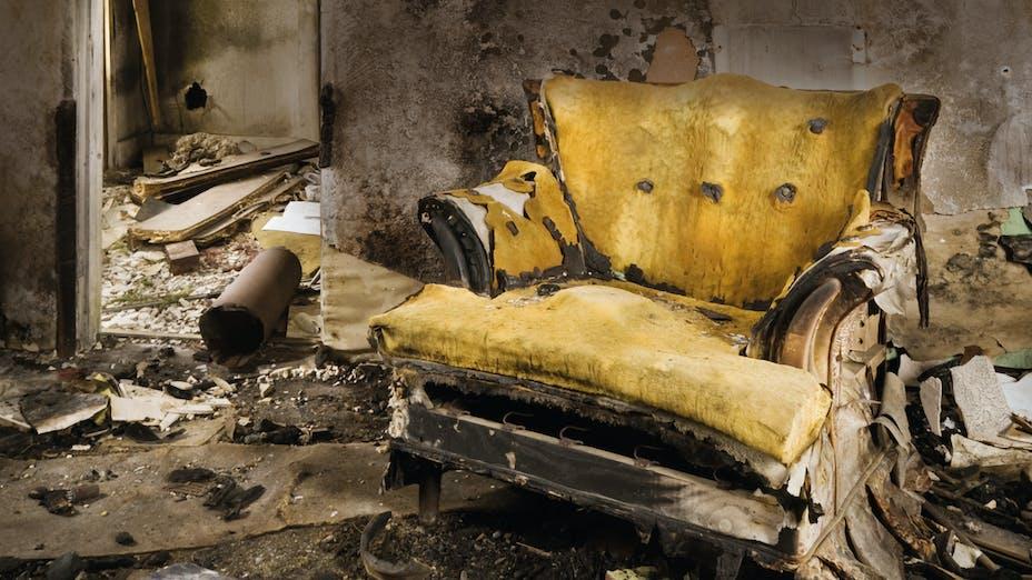 burnt hotel room, photo, destroyed room, destruction, wreckage, ruins, ashes, germany