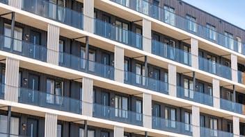 Welche Befestigungsmittel gibt es für Rockpanel? Wie Sie Fassadenplatten befestigen können.