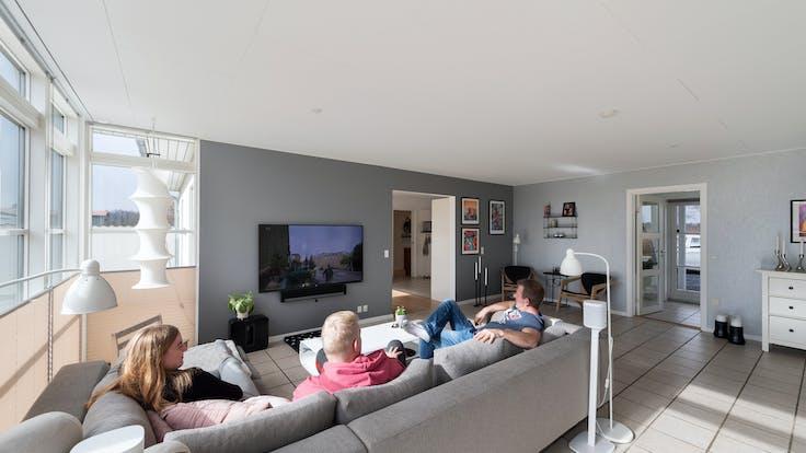 Private home (living room) in Højby Denmark with Rockfon Blanka in G-edge