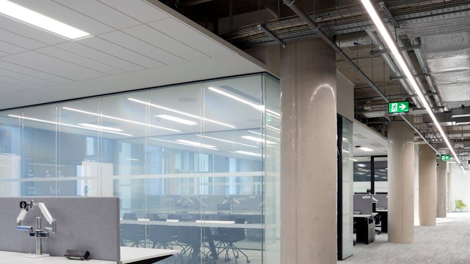 Acoustic ceiling solution: Rockfon® Mono® Acoustic - Rockfon® Tropic™