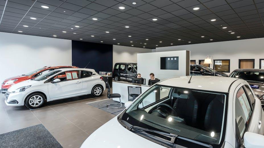Peugeot Showroom,United Kingdom,Sudbury,Suffolk,Scaramanga Design,Underwoods Motor Group,Chris Ball GGS Photography,ROCKFON Color-all,charcoal,Chicago Metallic T24 Click 2890