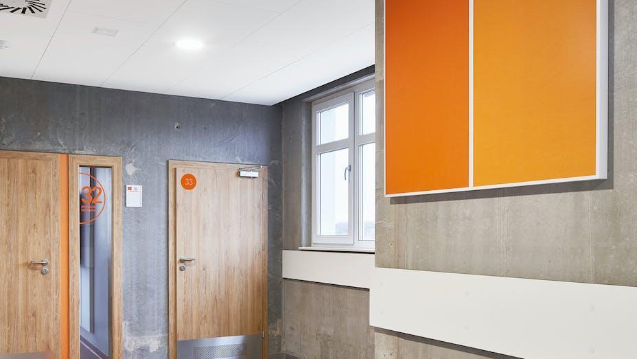 PL, Poznan, Marcin Sakson, Front Architects, Education, Rockfon Blanka, Rockfon Samson, A edge, 1200x600 white, orange