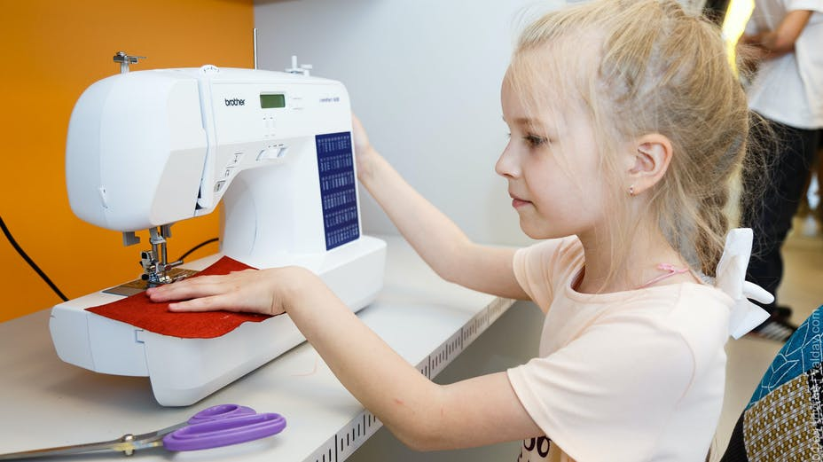 news article illustration, valdai youth centre, girl at sowing machine, RU