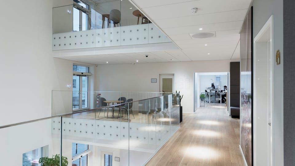Acoustic ceiling solution: Rockfon Blanka®, 600 x 600 - Rockfon Blanka®, 2400 x 600