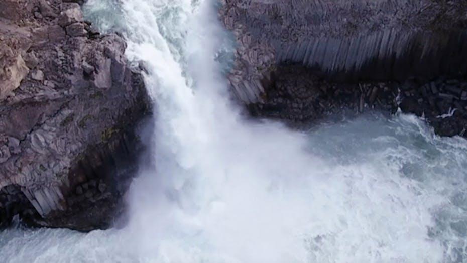 water properties, 7 strenghts, waterfall, rocks