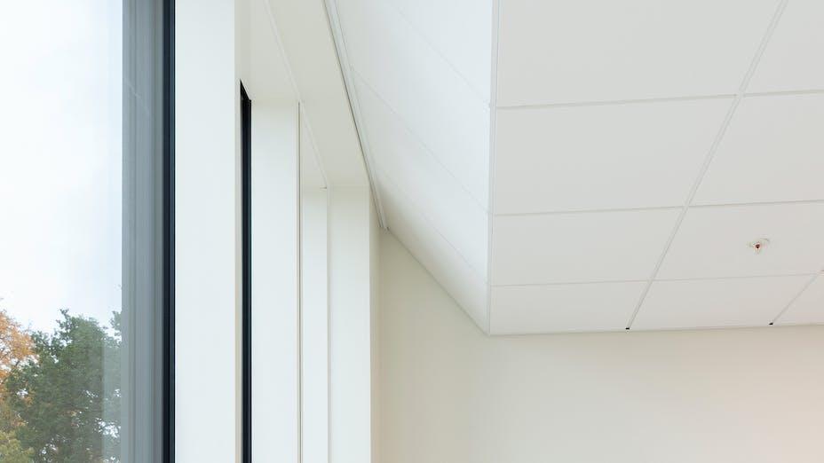 Meeting Room in Rigshospitalet in Copenhagen Denmark with Rockfon Blanka tiles and Chicago Metallic grid.