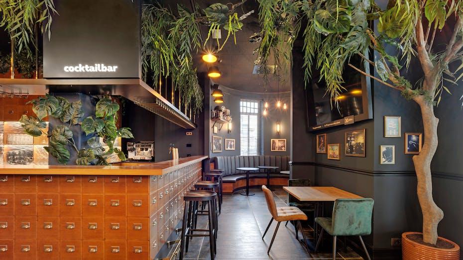 Restaurant of Plopsa hotel in De Panne Belgium with Rockfon Color-all Charcoal in D-edge