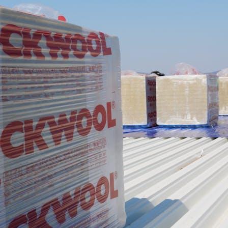 Veszprém swimming pool, flat roof, webinar case study  Roofrock 40; Monrock Max E, Rockfall