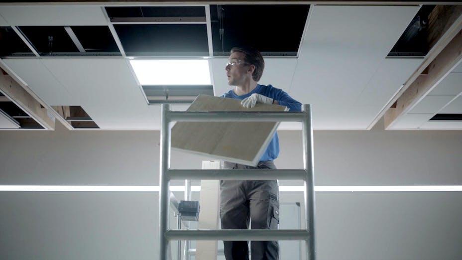 Installer, installing, ceiling, tiles , Rockfon, Glasses, Gloves, Install, BE, Wijnegem