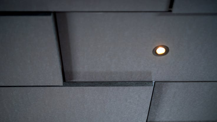 Parafon Step for Grids ceiling in colour grey installed at Restaurant Rest in Oslo.