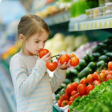 Our thinking, Little girl, supermarket, smelling, fresh, tomotoes, grodan