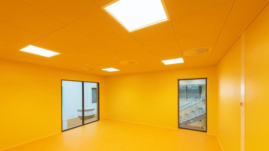DK, Politiskolen, Vejle, Erik Arkitekter, Svend Christensen, Education, Classroom, Rockfon Color-all, X-Edge, 600x600, yellow