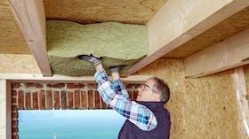 wooden beam ceiling, insulation, installation, installer, holzbalkendecke, broschüre holzbau,  dämmung im holzbau, brandschutz, wärmedämmung, insulation in timber construction, fireproof, thermal insulation, presse, press, germany