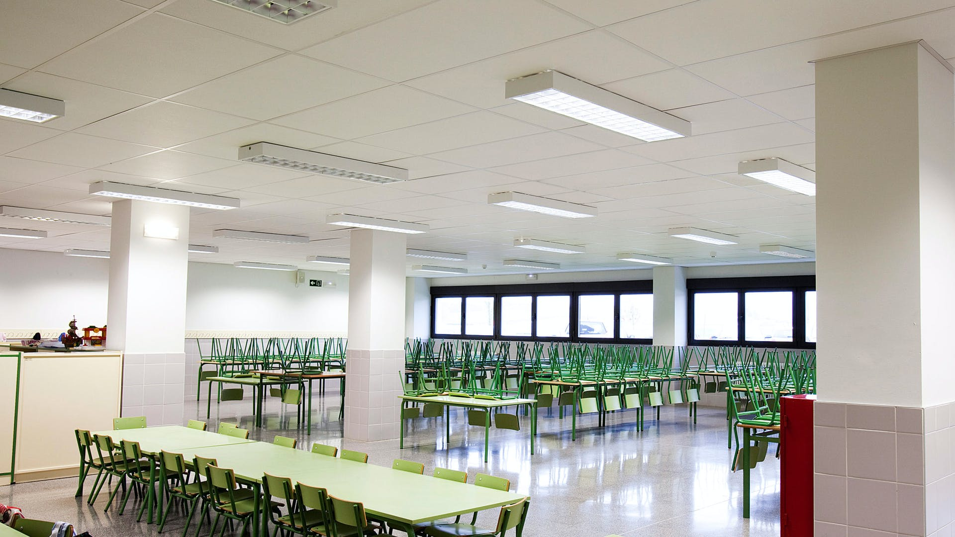 Acoustic ceilings with Rockfon Boxer acoustic ceiling tiles (ideal for schools and sports facilities, excellent sound absorption)