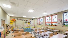 Acoustic ceiling in school classroom with Rockfon Blanka Bas white acoustic ceiling tiles