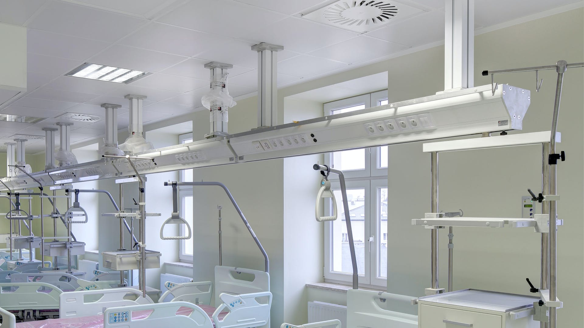 Acoustic ceiling in hospital with Rockfon MediCare Block ceiling tiles (Cleanroom Classificication ISO Class 2)